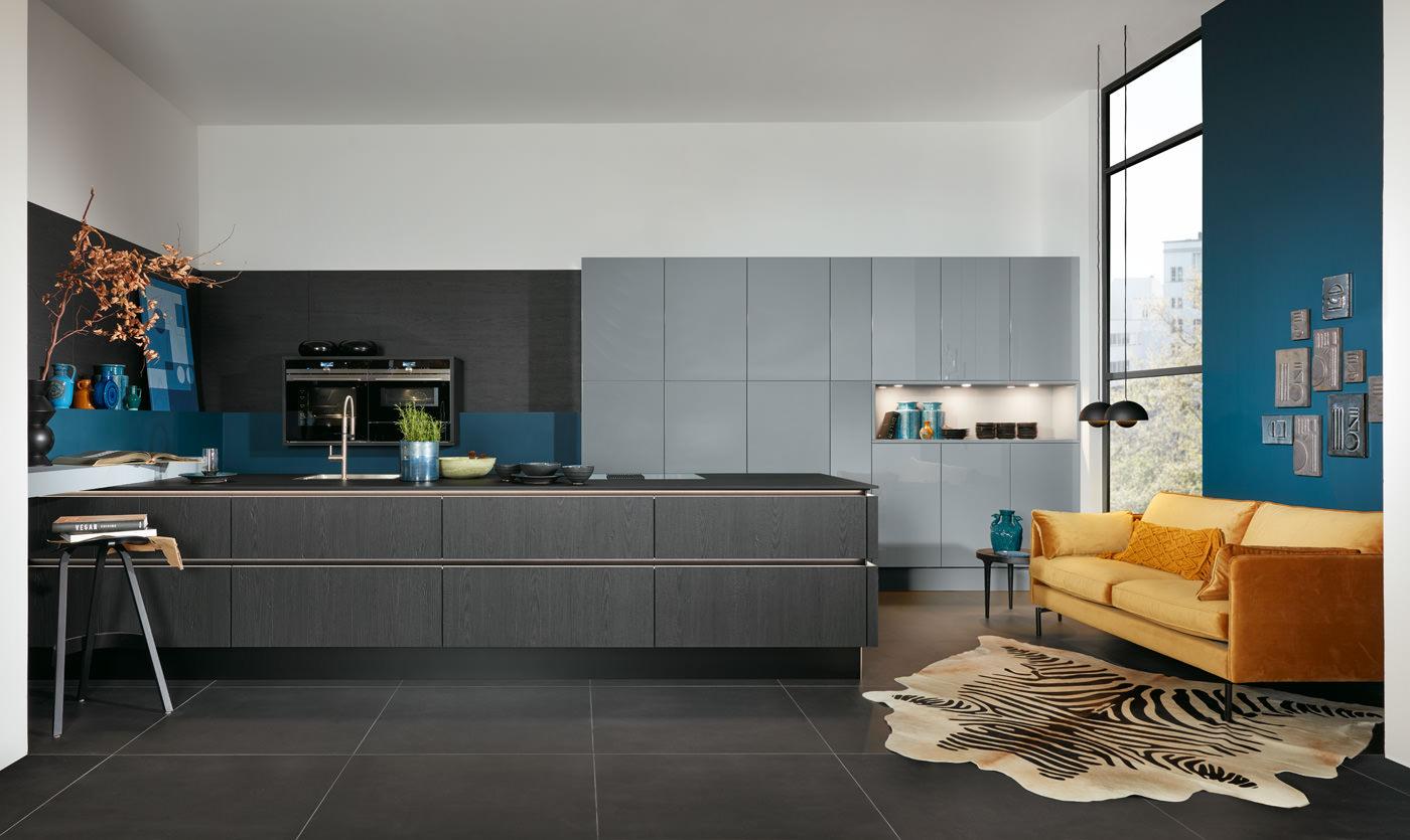 Moderne keuken met expressieve fronten