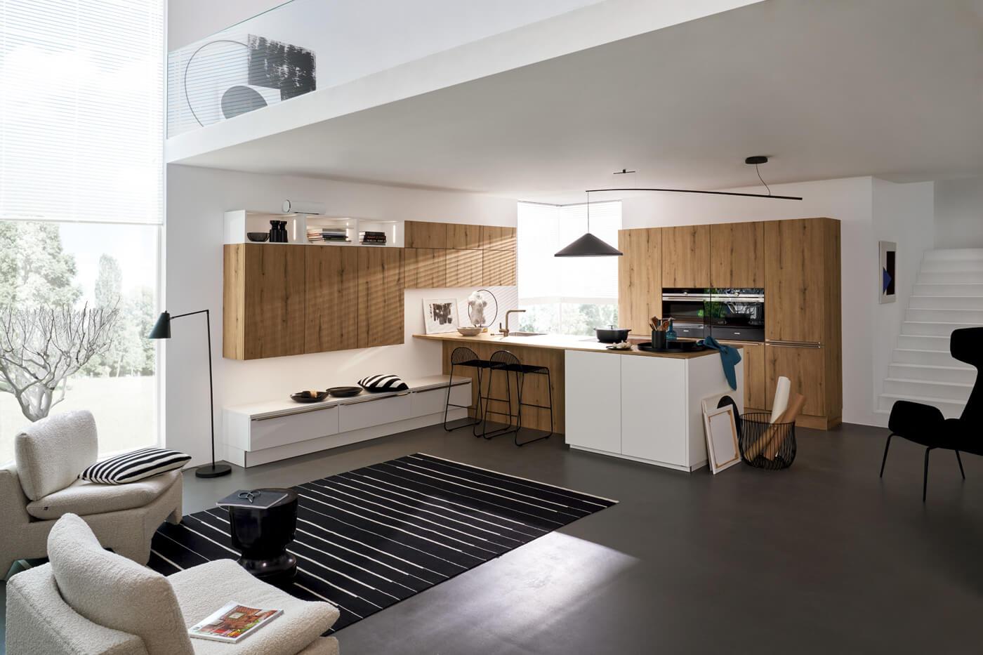 Hedendaagse keuken met houtnerfkasten