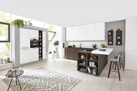 Moderne keuken met lakelementen wit/grijs contrasterend